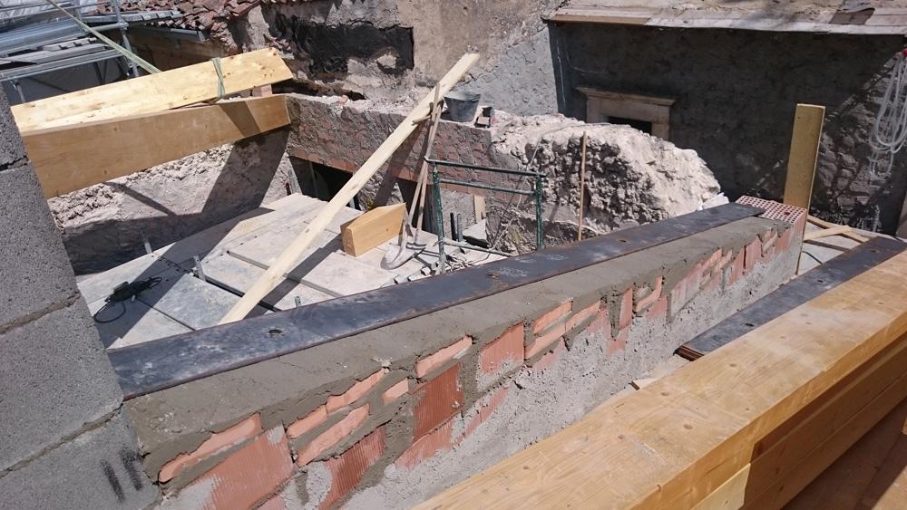 Realizzazione di copertura in legno leamellare madis - Casa in muratura portante ...